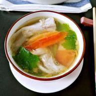 西红柿秋刀鱼汤