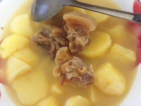 腌肉炖土豆