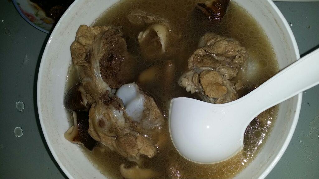 香菇骨头汤做法