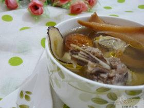 营养美味的靓汤——响螺片海底椰煲鸡