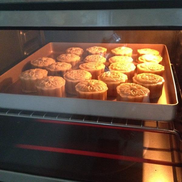 广式莲蓉蛋黄月饼的做法和步骤第8张图