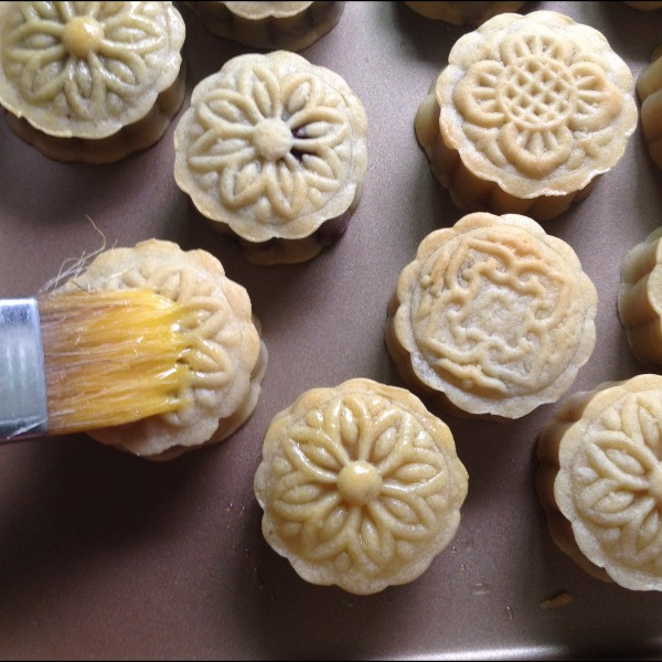 广式莲蓉蛋黄月饼的做法和步骤第9张图