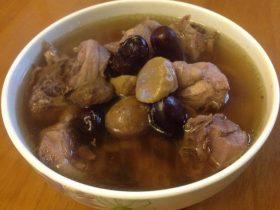 板栗红枣炖子排骨。