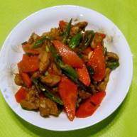 鸡腿肉炒胡萝卜