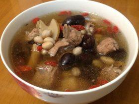 保健营养汤(党参,天麻,花生米,红枣,构杞,猪子排)