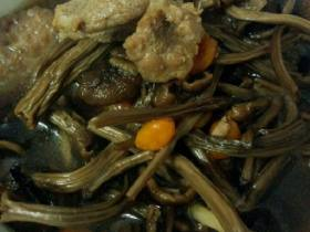 茶菇排骨汤