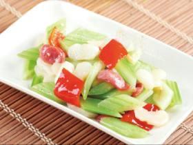 西芹百合草莓炒腊肉(川菜)
