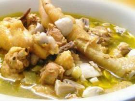 双孢菇煲鸡鲜汤