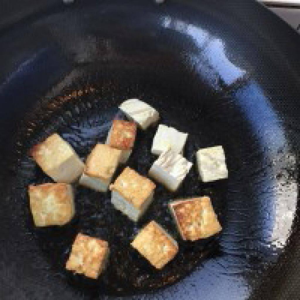 香煎豆腐的做法和步驟第2張圖