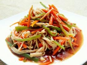 金针菇炒青椒