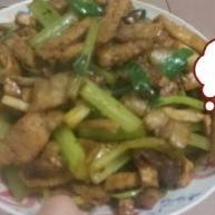 芹菜豆腐干炒肉