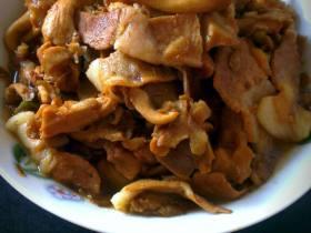 肉片炒黄蘑