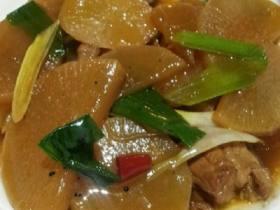 白萝卜炒猪肉
