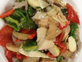 双椒茭白豆干炒肉片