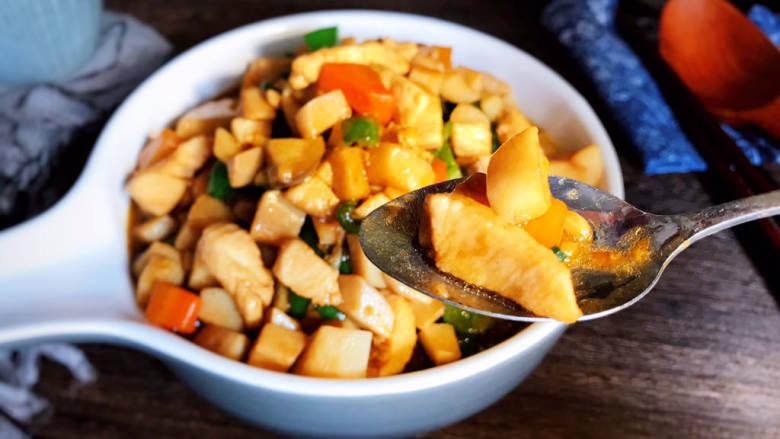 杏鲍菇炒鸡丁,即可食用