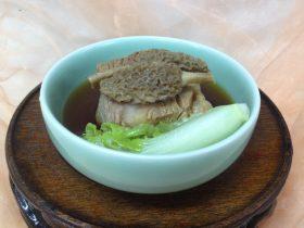羊肚菌炖牛肉