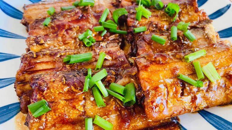 糖醋带鱼,酸甜可口,肉质细腻鲜美!