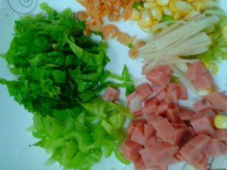 虾米芥菜粥,如图。把材料准备好