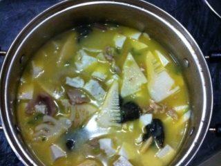 蚌肉豆腐汤