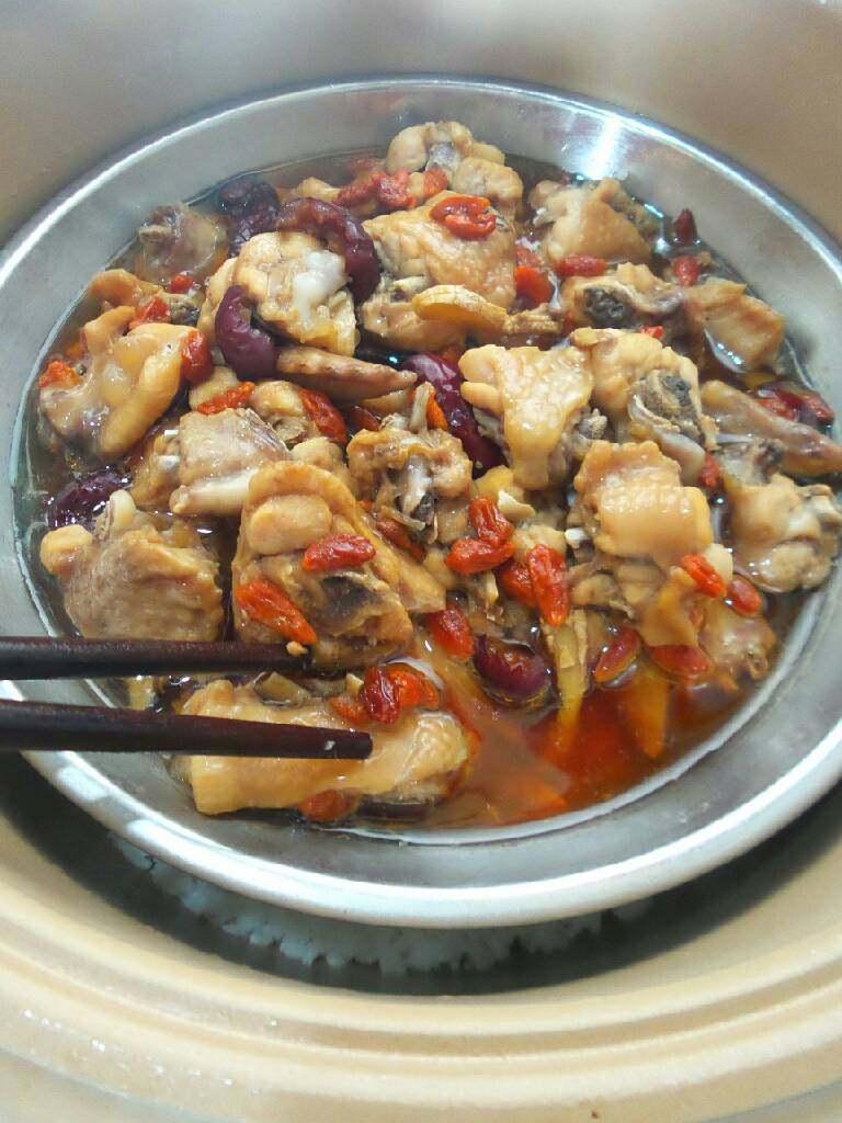 红枣枸杞子蒸鸡翅
