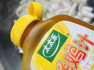 海鲜菇豆腐汤,加入少许太太乐鲜鸡汁