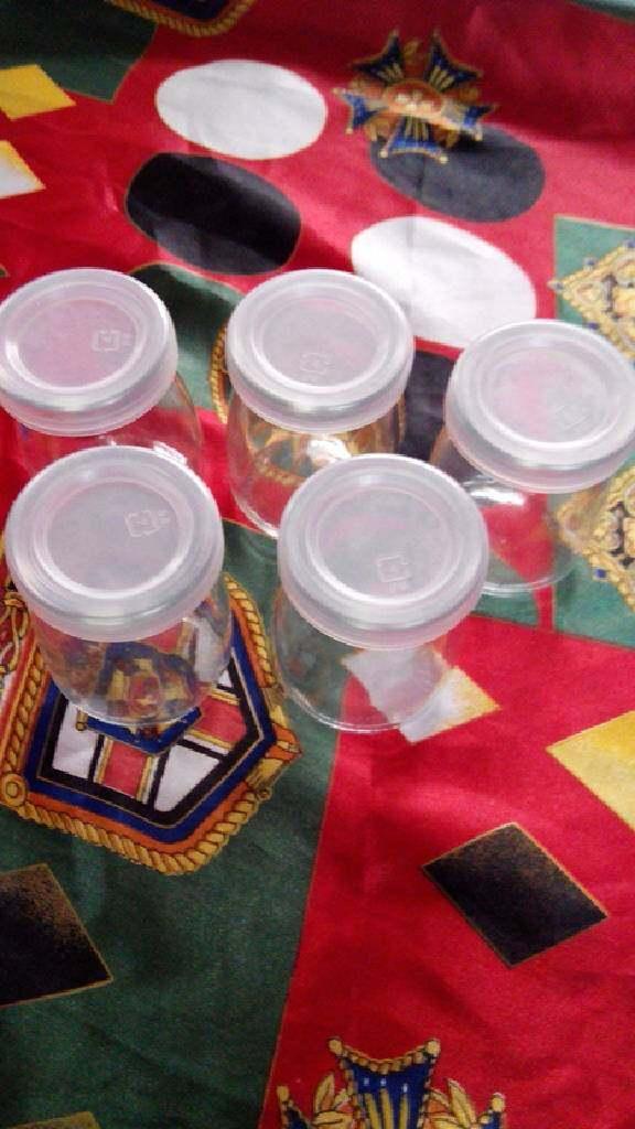 双色布丁,装布丁的容器提前用热水清洗消毒。