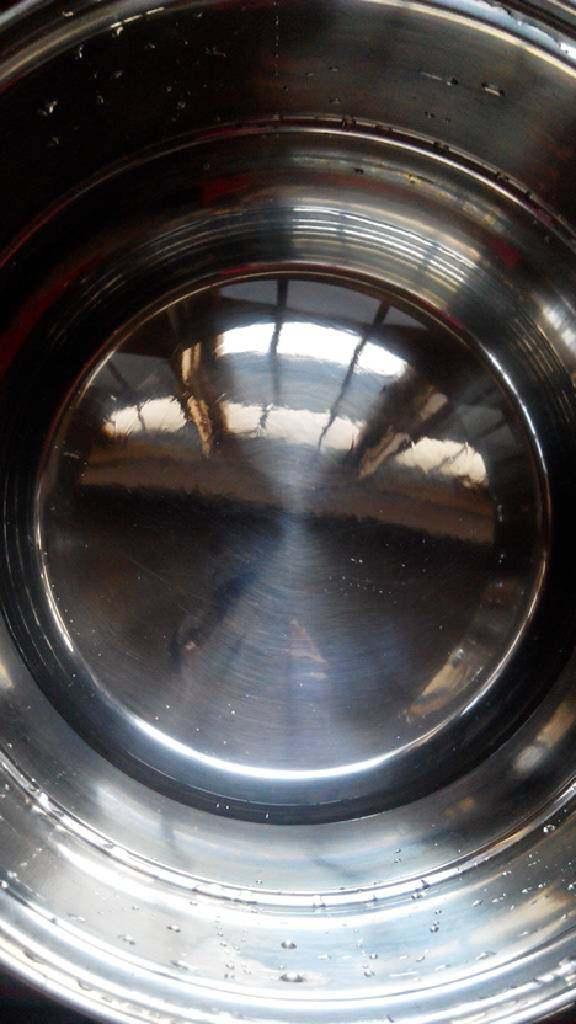 双色布丁,锅内放一大碗矿泉水烧开。