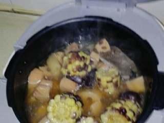 红枣莲藕玉米排骨汤