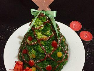 圣诞树,如图撒入椰蓉做雪花装饰