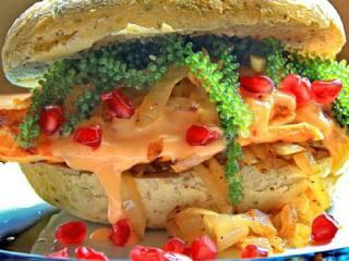 绿色鱼籽酱汉堡