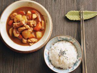 日式咖喱鸡肉饭