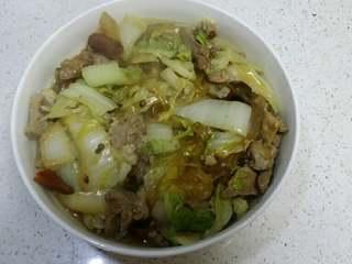 羊肉白菜粉条,出国之前加入少量鸡精。出锅~冬日里滋补美食~
