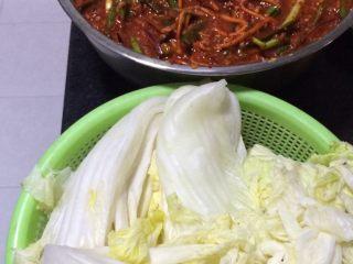 辣白菜,如图就可以开始涂酱了