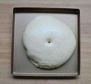喜羊羊面包,将面团放进发酵箱,39度发至2.5-3倍的大小。