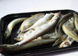 酥香多春鱼,准备好多春鱼。
