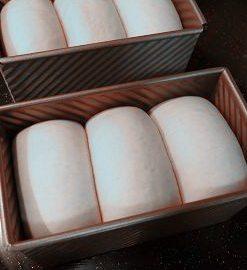 全麦酸奶土司,烤箱预热180度,放下层,烤40分钟,上色后加盖锡纸。