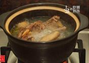 黄芪鸽子汤,大火煮开,转小火煮2个小时