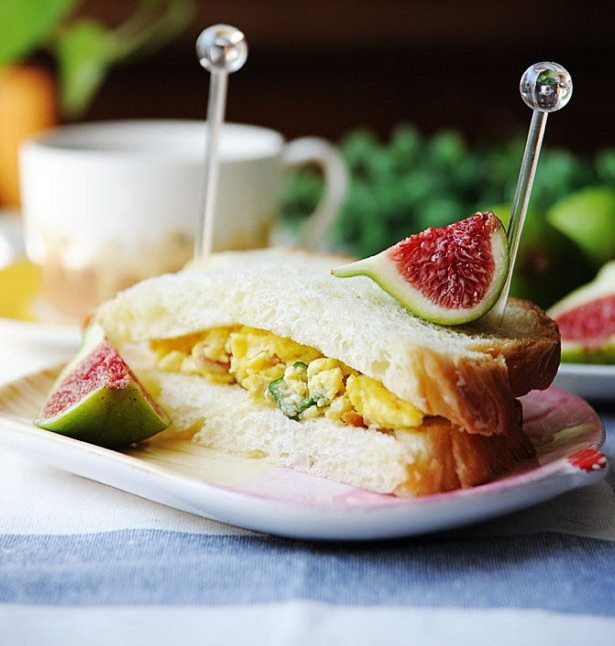 秋葵培根鸡蛋三明治