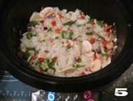 北极虾黑椒口蘑炖饭,把北极虾平铺在最上层。