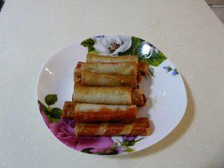 花样寿司,蟹棒肉用油炸熟。