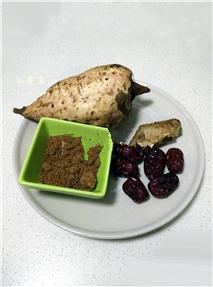 红薯姜汤,准备原材料:红薯、红枣、红糖、老姜;