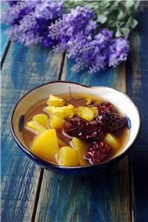 红薯姜汤,煮好的红薯姜汤稍稍放凉,即可食用。