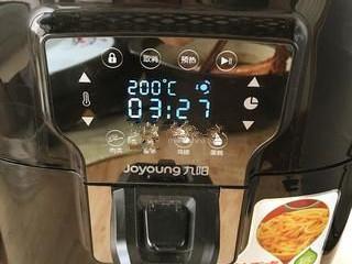 烤羊排,空气炸锅200°预热5分钟。