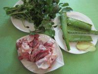 芦荟时蔬猪骨汤,准备好所用食材。