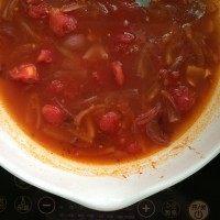 番茄浓汤,再倒入乳酪意面酱,加水至刚好没过食材,小火炖煮,直到马铃薯能轻易压烂。关火。