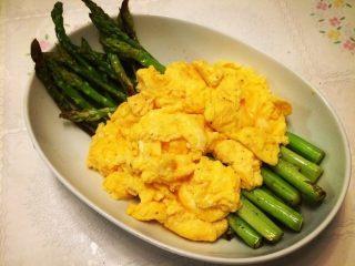 香煎芦笋配法式炒蛋
