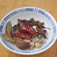 五香卤煮花生 ,把各种香料准备好,自己家里有什么都可以放点进去。