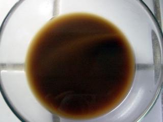 鱼香肉丝,将15毫升湿淀粉、1克盐、白糖、醋、酱油、肉汤调成芡汁待用。