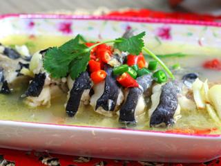 大蒜泡椒焖鲇鱼