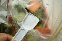 浅渍(日式腌菜),再加一小勺盐。